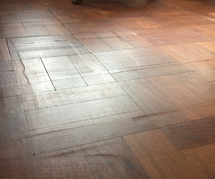 What does a poorly sanded parquet floor look like?